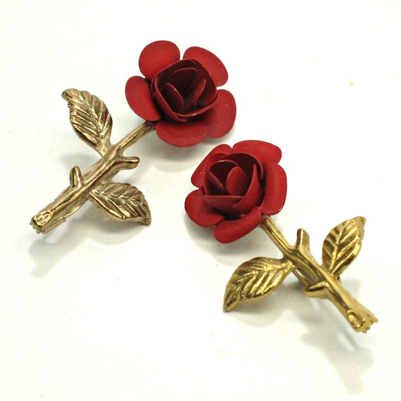Red rose scatter pins - pair of vintage brooches