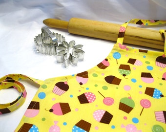 Everyone Loves Cupcakes Child Apron - yellow