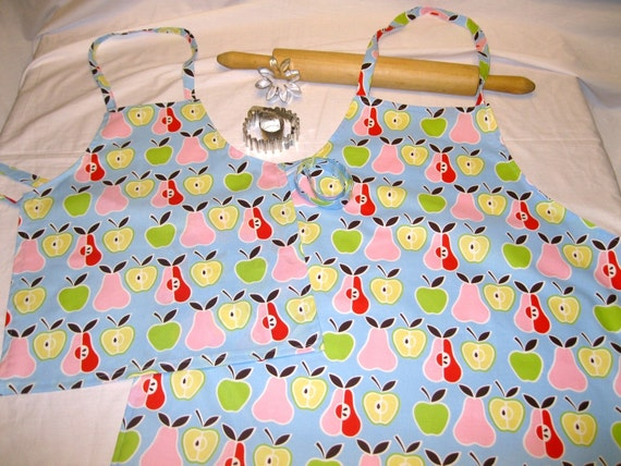 Retro Apples N Pears Mother Daughter Aprons