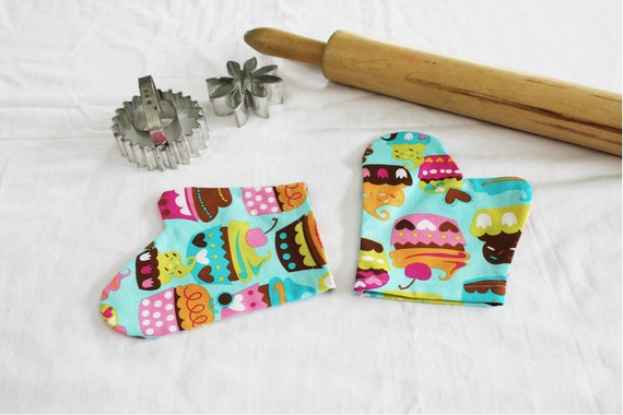 Sweet Cupcakes Teal Child Toy Oven Mitts for pretend play