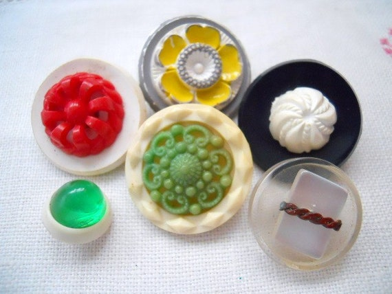 Assortment Of Vintage Buttons - 6