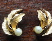 Vintage BSK Earrings - Clip Goldtone Leaves and Pearl Bead textured forest white