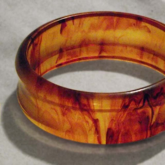 Bakelite Concave Carved Ice Tea Bangle