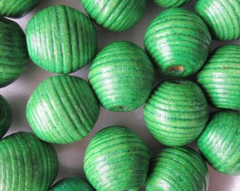Green Wood Beads 20mm Bubblegum Chunky Swirl 12 Beads