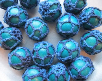 Chunky Blue Woven Beads - Wood Beads Covered With Wool - Crochet Bubblegum Beads  26mm 6 Beads