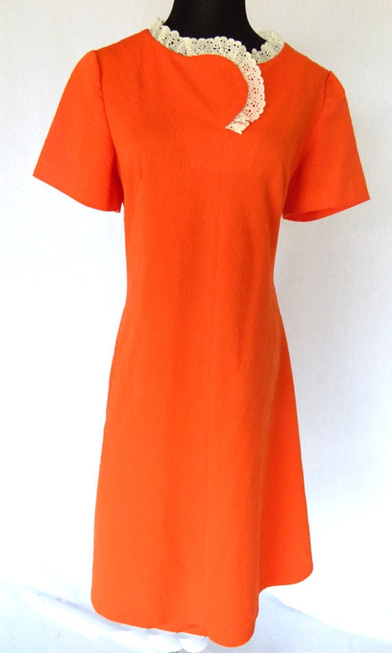 Vintage 60s Orange and Lace Mod Short Sleeve Shift Dress, Size Medium 8