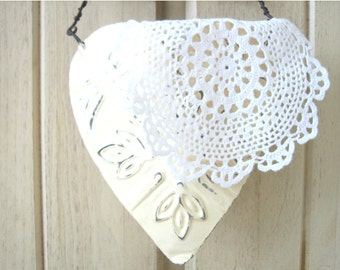 Small Vintage Hand Crocheted 100 % White Cotton Doily