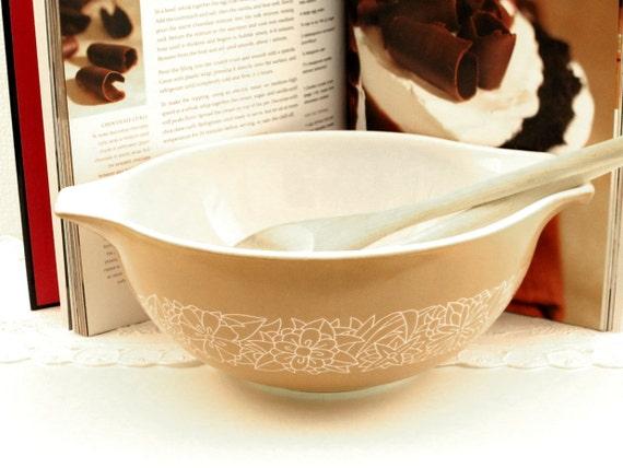 Vintage Woodland Brown Pyrex Cinderella Bowl Corelle Livingware Dishes