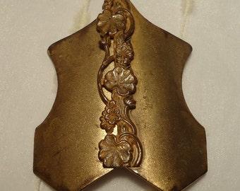 Vintage Art Nouveau Floral Decorated Clasp - Shabby-Classy!