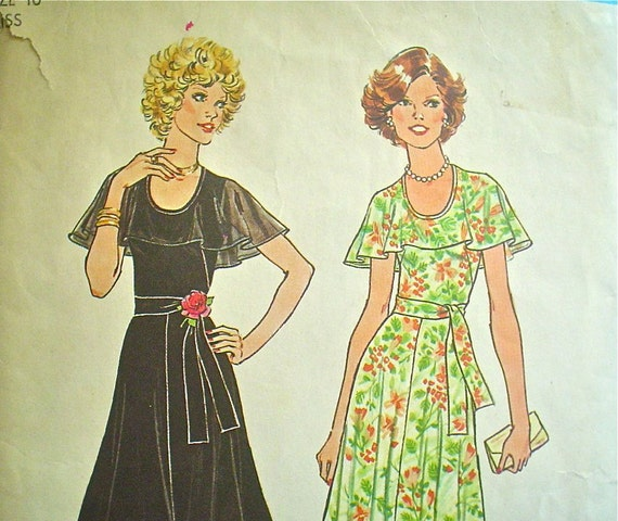 Flared Dress with Cape Collar Pattern 1970s Does 30s Simplicity 7382 Bust 32.5