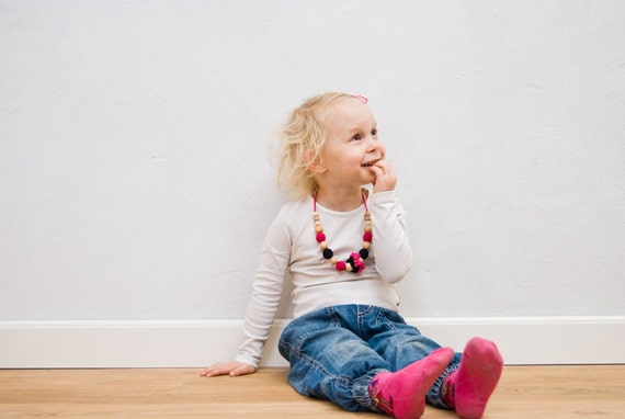 Little Girls Necklace - absolutely natural - hot pink and black with flowers