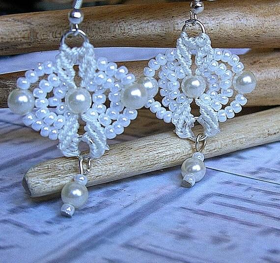 Micro macrame earrings. White and vintage pearl beaded bridal earrings.