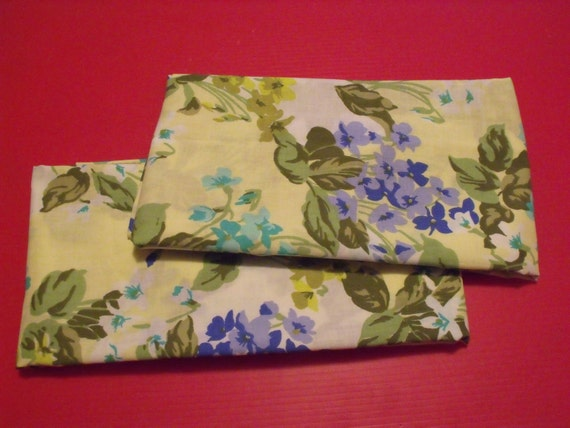 CLEARANCE Vintage NEW 2 pillow cases king size .Floral.SPRINGMAID brand.