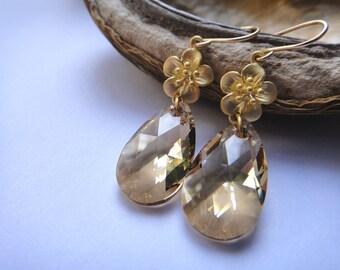 Flower and champagne teardrop earrings
