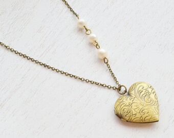 Heart Locket Necklace, Picture Photo Antique Style Locket Pendant Flower, White Pearl,Romantic keepsake antique brass gold locket
