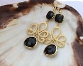 Onyx. Beautiful 16k gold swirl and black onyx gold framed stone earrings