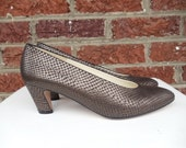 SALE Metallic Bronze Brown Leather Pumps Faux Snakeskin Print - Texture Heels Rock - Evan Picone - Italy - Feather Construction - Size 8 M