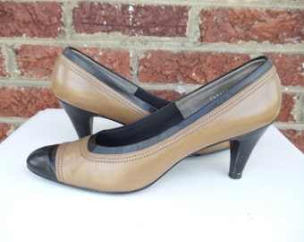SALE Tan & Black Leather Spectator Pumps - Color Block - Heels - Taupe - Light Brown - Classic - Mad Men - Narrow - DeLiso - Size 7.5 AAA