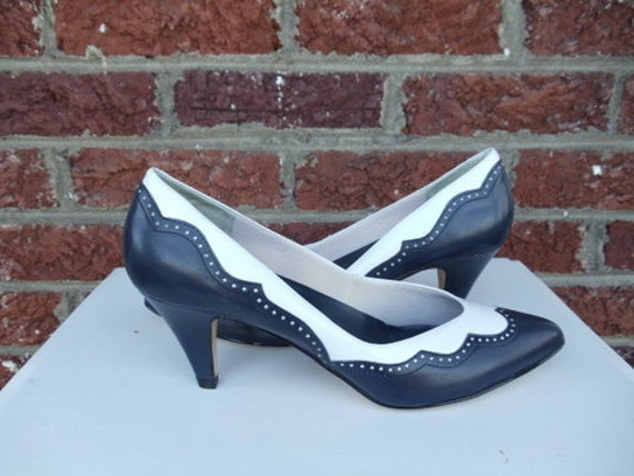 Navy Blue & White Leather Wingtip Pumps - Rockabilly - Pinup - Swing - Heels - Pointed Toe - Brazil - size 9