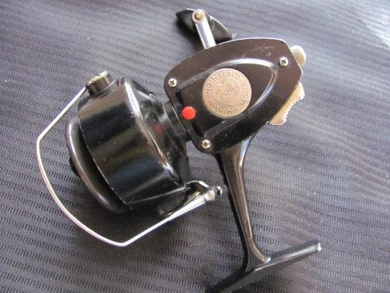 Vintage Berkley Fishing Reel Model 420