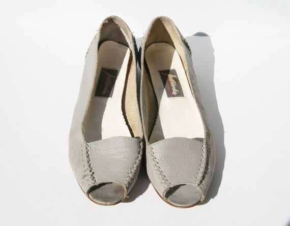 Awesome Gray Leather Peep Toe Flats Size 9