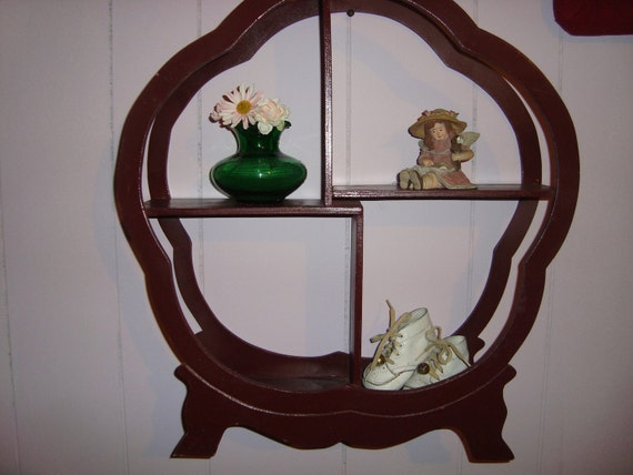 Vintage Old Fashioned Shelf Display Shelf