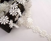 Ivory Daisy Trim- 2 (Two) Yard