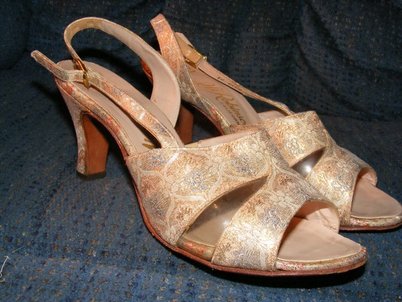 Vintage 1950s Peep Toe Shoes  Gold Brocade Shoes Vinyl Side  Sling Back Sz 7  Very Nice Condition Chic Sexy