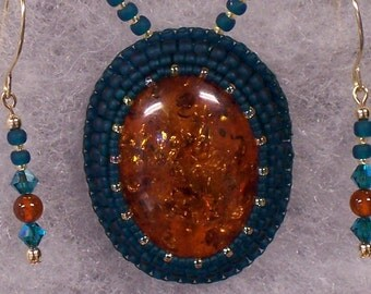 Necklace Beaded with Amber/Resin Pendant and Earrings