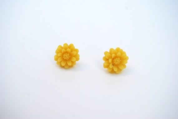 Resin Flower Earring, Light Yellow Resin Flower Earring, Flower Earring, Flower Stud Earrings