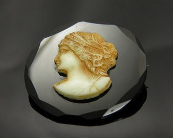 Beautiful Vintage Mourning Brooch Cameo Facing Left On Black Beveled Glass