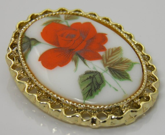 Vintage Pretty Transfer Porcelain Brooch Pin Of A Red Rose In Goldtone Setting