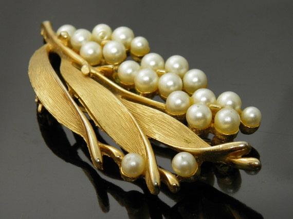 Vintage Lisner Lily Of The Valley Floral Cluster Pearls With Goldtone Leaves Brooch