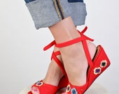 RESERVED Size 9 Women's red floral felt wedges