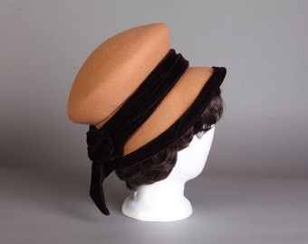 Vintage Women's brown wool hat with velvet bow