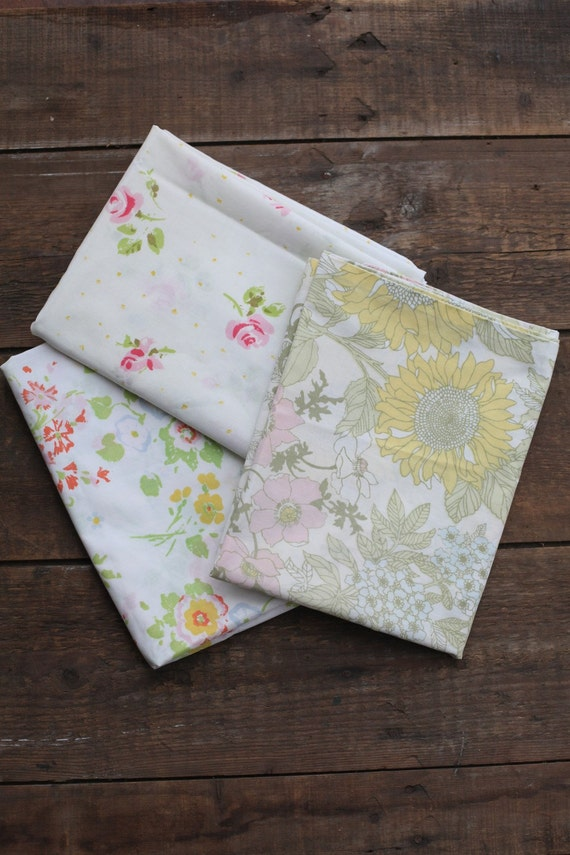 V I N T A G E LOT of floral pillowcases