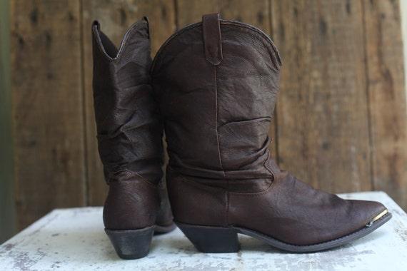 Size 7 women's brown leather DINGO cowboy boots