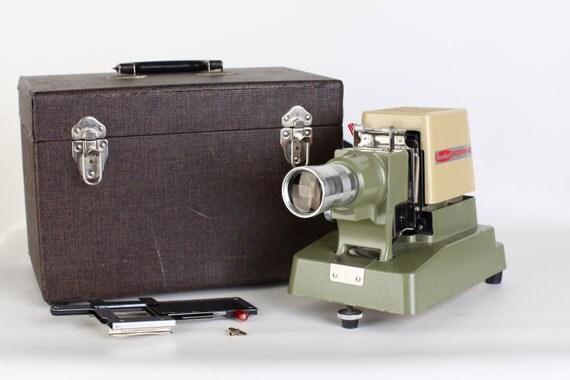Standard 500 RR-2 Film Slide Projector with hardcover case