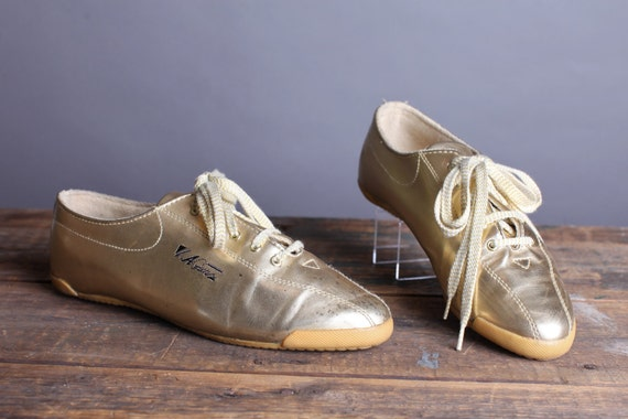 Size 10 Womens's gold tennis shoes, La Gear lace up flats