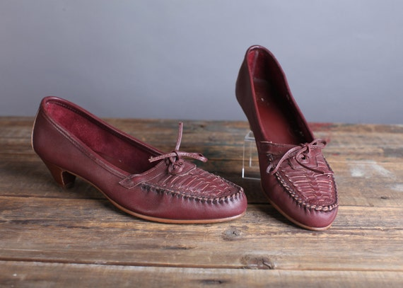 Vintage Size 9.5  Women's burgundy woven loafer