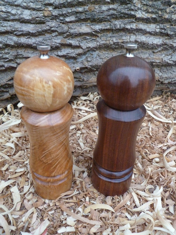 Curly Maple and Walnut Wood Salt and Pepper Shakers. Salt and Pepper Grinder. Kitchen utensils. Salt and Pepper Crusher. Walnut Maple Wood