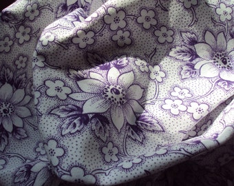 Vintage Fabric Lilac Lavender Clematis White Flowers Suitable for Patchwork Quilting Lavender Bags Dolls Clothes Feedsack Pillow