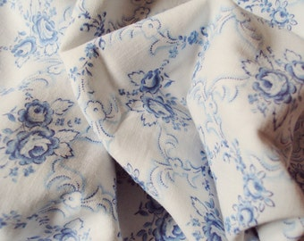 Vintage Cotton Fabric Blue Roses Rosebuds Patchwork Quilting Lavender Bags Pillows Feedsack