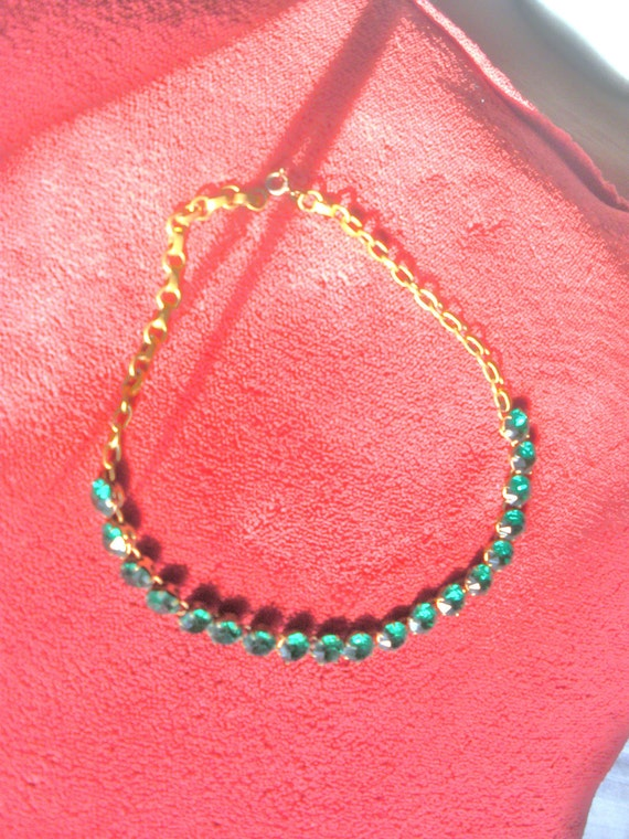 Sale Vintage Emerald green choker necklace