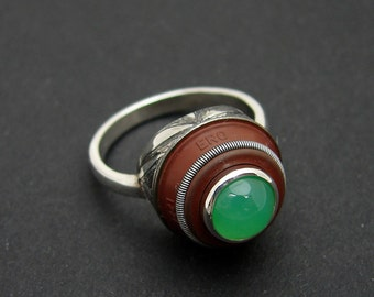 Jungle mechanical ring, silver , recycled piece and chrysoprase.