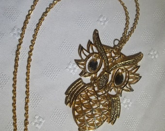 Vintage Funky Swinging Owl Necklace With Gold Finish