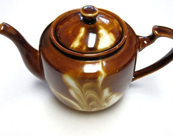 Lovely Vintage Brown Swirled Teapot