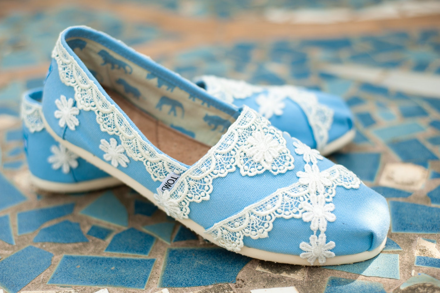 About TOMS Wedding Shoes. TOMS wedding shoes collection has something for everyone. Sandals are the perfect wedding shoe for the beach bride or destination wedding. Lace slip-ons are perfect women's wedding shoes for dancing the night away. Walk down the aisle in TOMS wedding wedges.