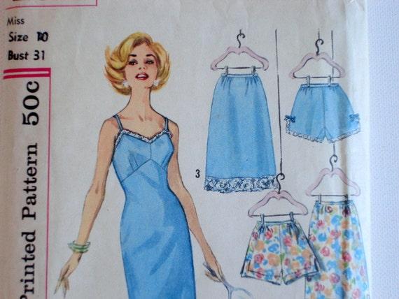 Womens Slip, Half-Slip & Panties Pattern 1960's Bust 31 Simplicity 4218