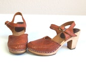 vtg 70s Rust woven leather WOOD HEELS festival CLOGS boho 5.5 gypsy hippie shoes